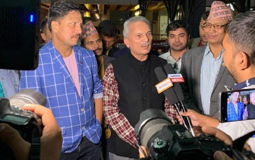 dr baburam bhattarai giving a feedback about the nepali movie